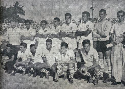 1962 EC Cruzeiro (branco) contra o Aguilla El Salvador.jpg